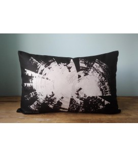 Black and white cushion, Kaaren (big1)