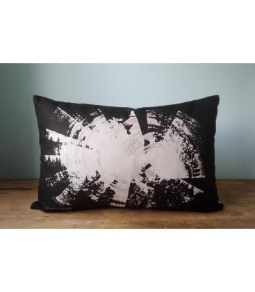 Black and white pillow, Kaaren (big1)