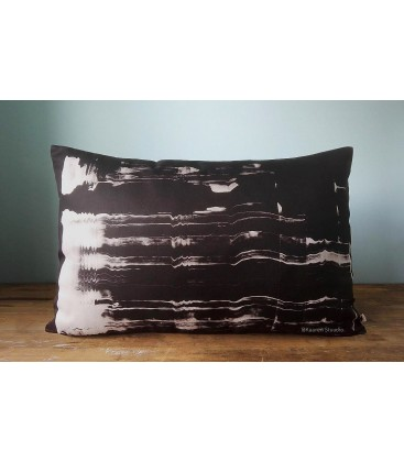 Black and white pillow, Kaaren (big2)